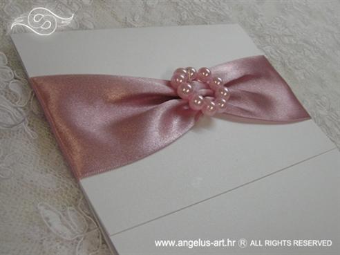 bijela pozivnica za krstenje s rozim detaljima