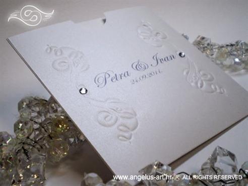 bijela pozivnica za vjenčanje s ornamentima i cirkonima