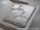knjiga jastučić za vjenčano prstenje  s bijelim mašnicama