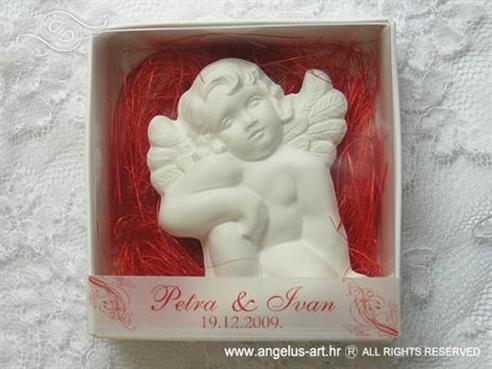 konfet magnet bijeli anđeo u kutijici s crvenom dekoracijom