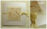 krem pozivnica sa ružama i mašnicom detalj