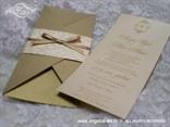 krem zlatna pozivnica za vjenčanje u obliku pisma s mašnicom