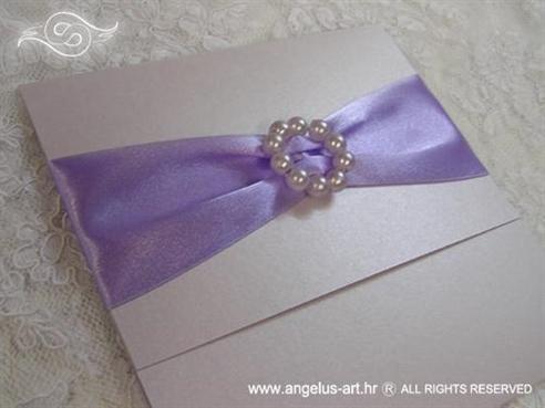 ljubičasta pozivnica za vjenčanje s perlicama