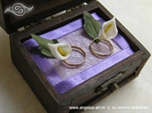 Jastučić za prstenje Škrinjica kale na ljubičastom