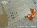 narančasta pozivnica s mašnom i leptirom iznutra