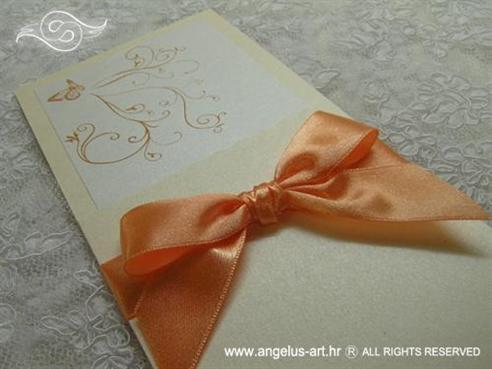 narančasta pozivnica za vjenčanje s leptirom i mašnom