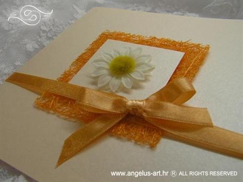 narančasta pozivnica za vjenčanje sa cvijetom