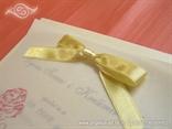 pozivnica s prozirnim paus papirom i mašnom