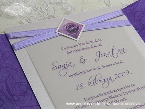 pozivnica za vjenčanje lila ljubičasta s ružom