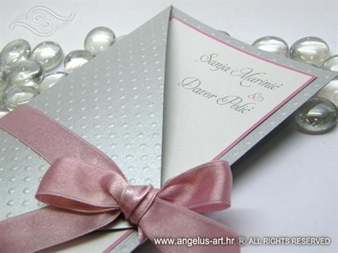 pozivnica za vjenčanje srebrna s rozom mašnom i točkama