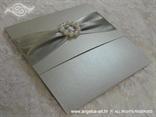 srebrna elegantna pozivnica s biserima