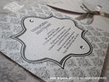 srebrna pozivnica sa srebrnom satenskom trakom i cirkonima