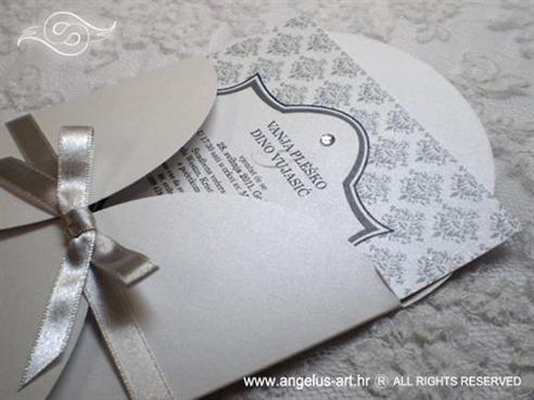 srebrno bijela pozivnica za vjenčanje s damask uzorkom