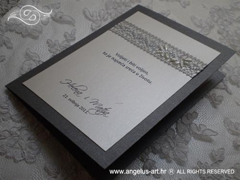 srebrno bijela zahvalnica za vjenčanje s leptirima i mrežom