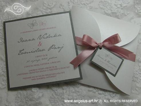 srebrno roza pozivnica za vjenčanje s leptirima i mašnom