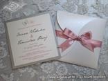 srebrno roza pozivnica za vjenčanje s leptirima