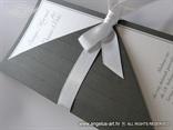 tamno srebrna pozivnica za vjenčanje s bijelom mašnom