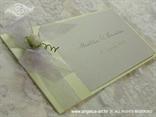 zelena pozivnica za vjenčanje s bijelom ružom i organdij mašnom