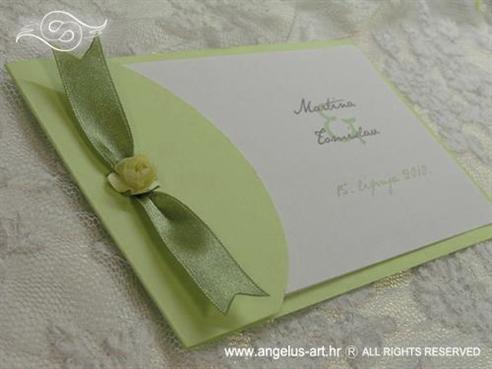 zelena pozivnica za vjenčanje s krem ružom