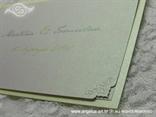 zeleno bijela pozivnica s ružom detalj ukrasni rub