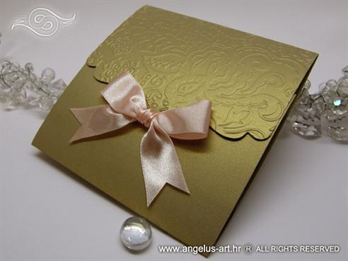 zlatna pozivnica sa masnom breskva boje