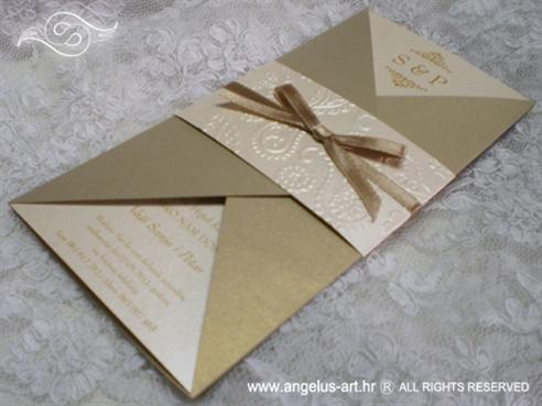 zlatna pozivnica za vjenčanje s 3D tiskom i zlatnom mašnom
