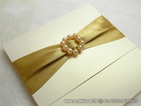 zlatna pozivnica za vjenčanje s brošem od perlica